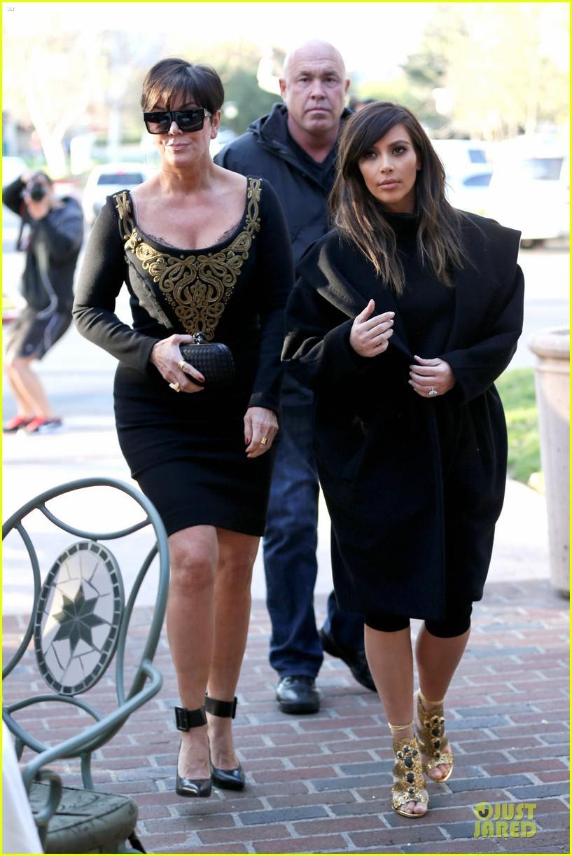 kim kardashian restaurant filming with mom kris jenner siser khloe 123047640