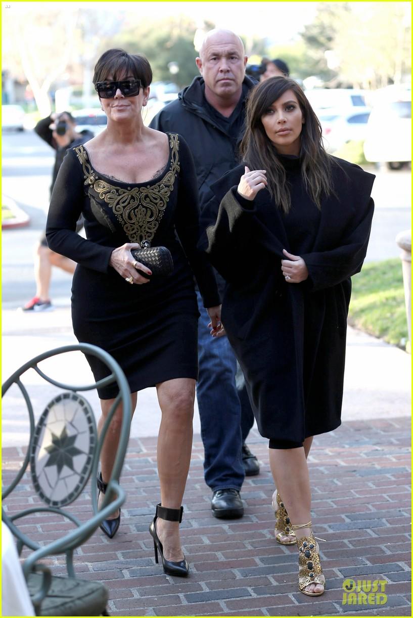 kim kardashian restaurant filming with mom kris jenner siser khloe 18
