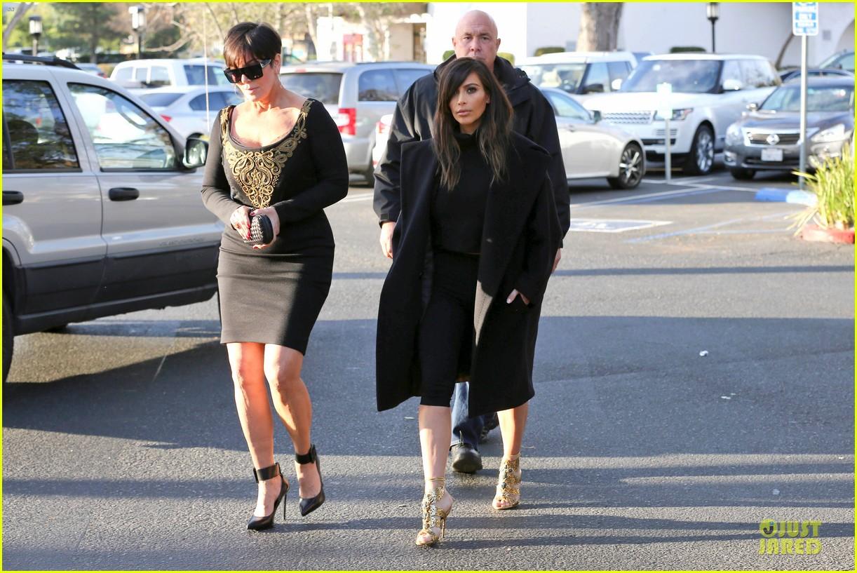 kim kardashian restaurant filming with mom kris jenner siser khloe 223047650