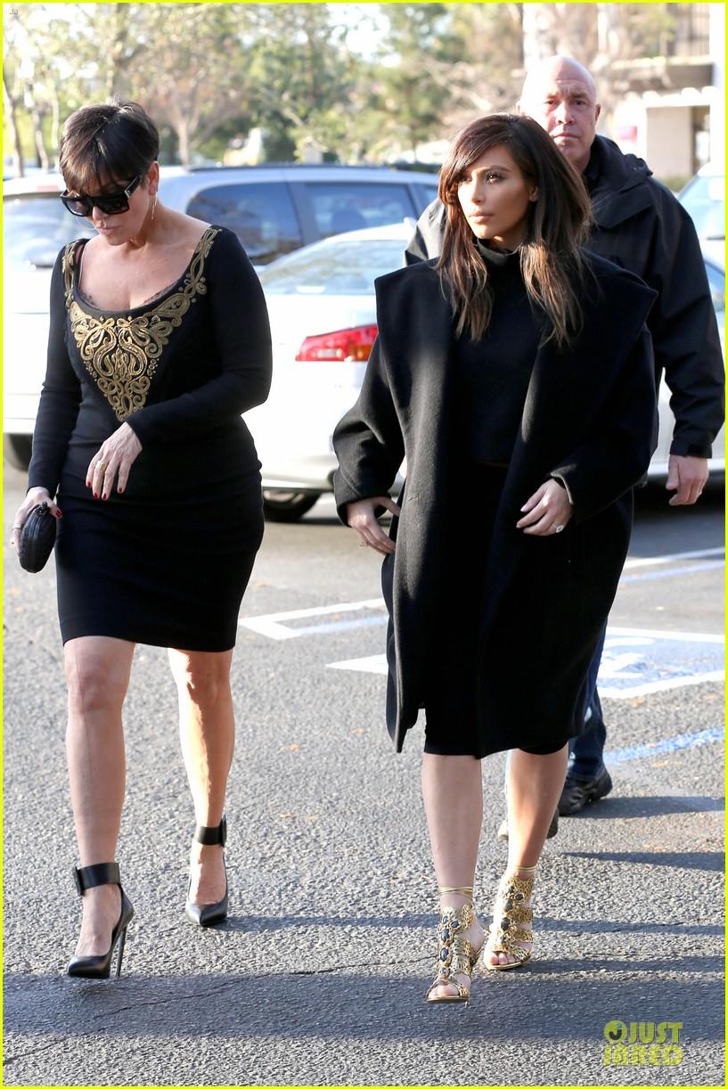 kim kardashian restaurant filming with mom kris jenner siser khloe 243047652