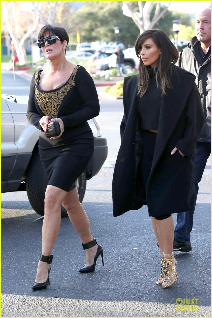 kim kardashian restaurant filming with mom kris jenner siser khloe 253047653