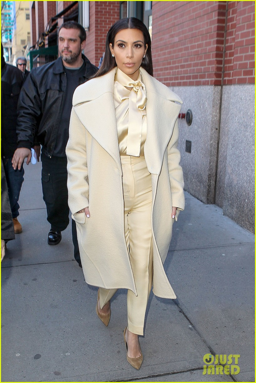 kim kardashian kanye west go shopping together in soho 03