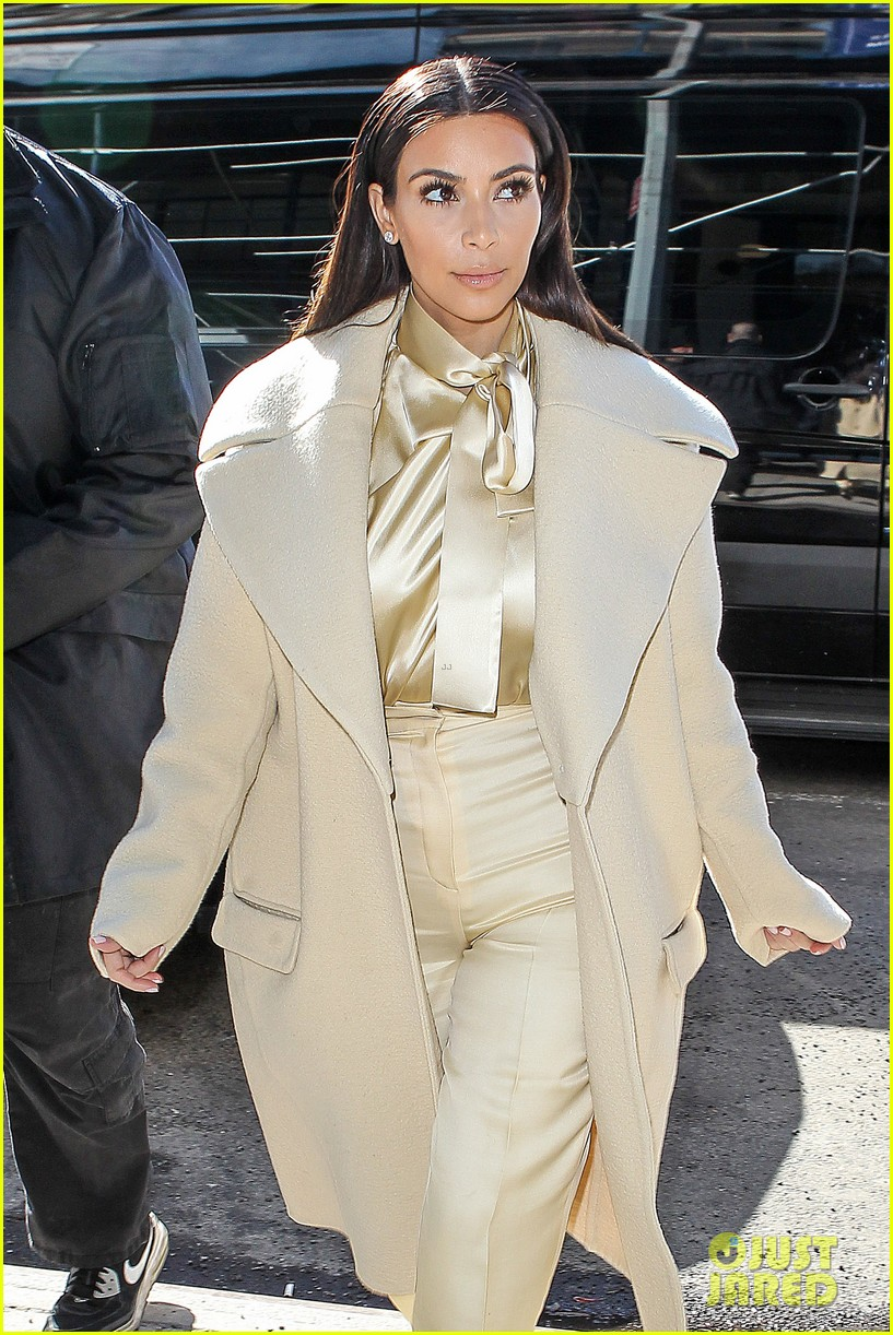 kim kardashian kanye west go shopping together in soho 06
