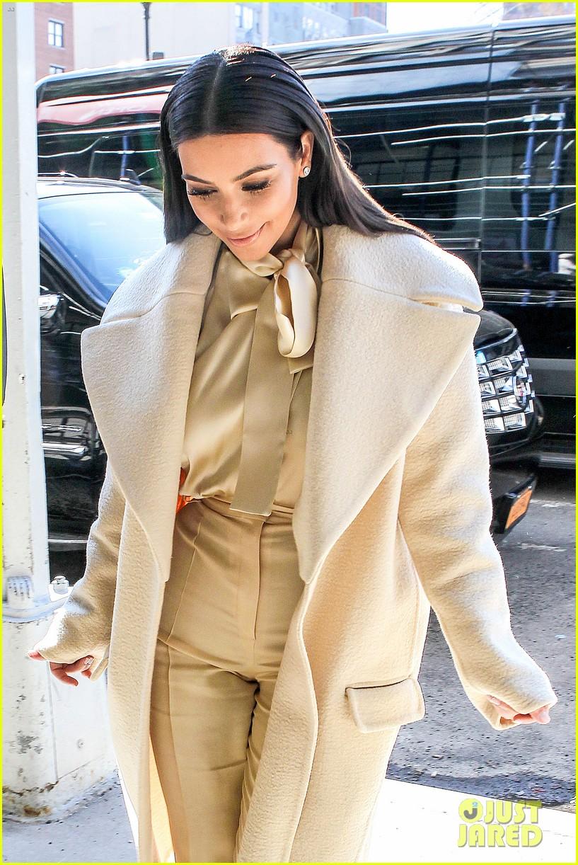 kim kardashian kanye west go shopping together in soho 123059771