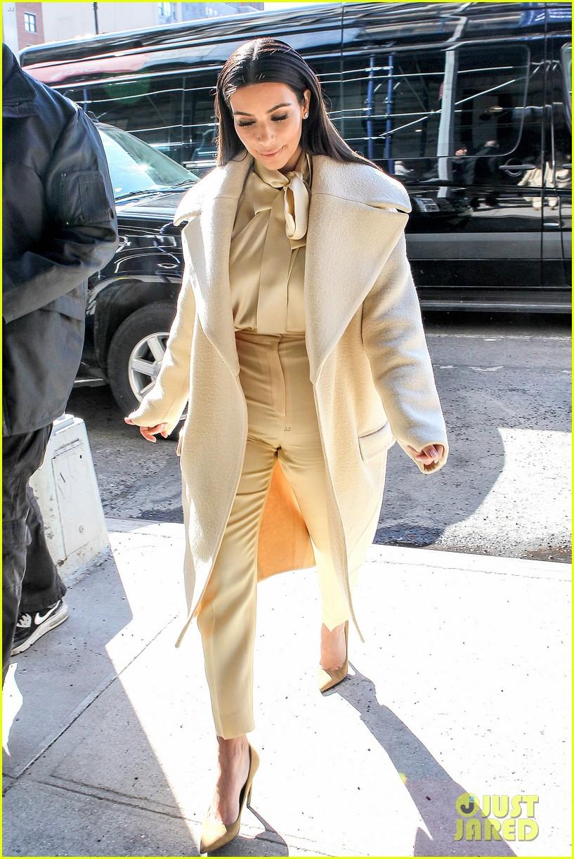 kim kardashian kanye west go shopping together in soho 14