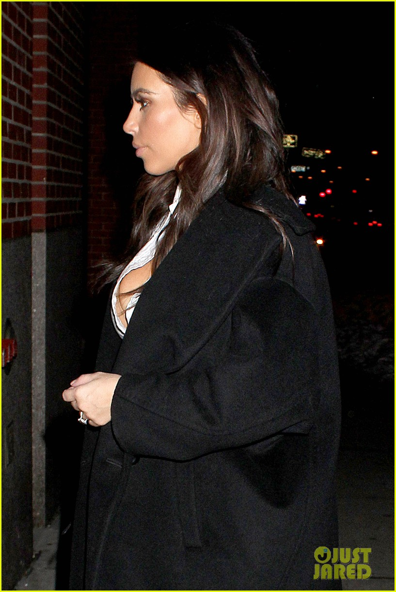 kim kardashian stays in nyc while kanye west continues tour 023055210