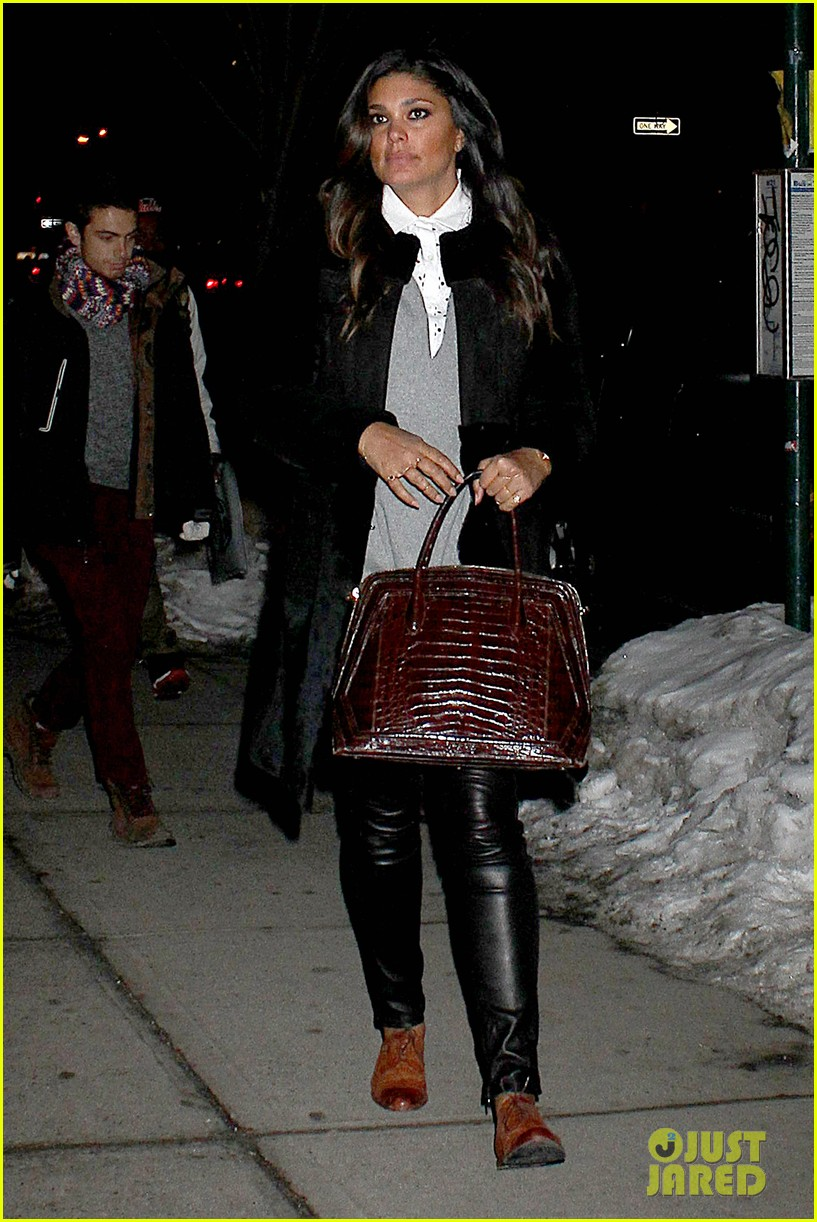 kim kardashian stays in nyc while kanye west continues tour 033055211