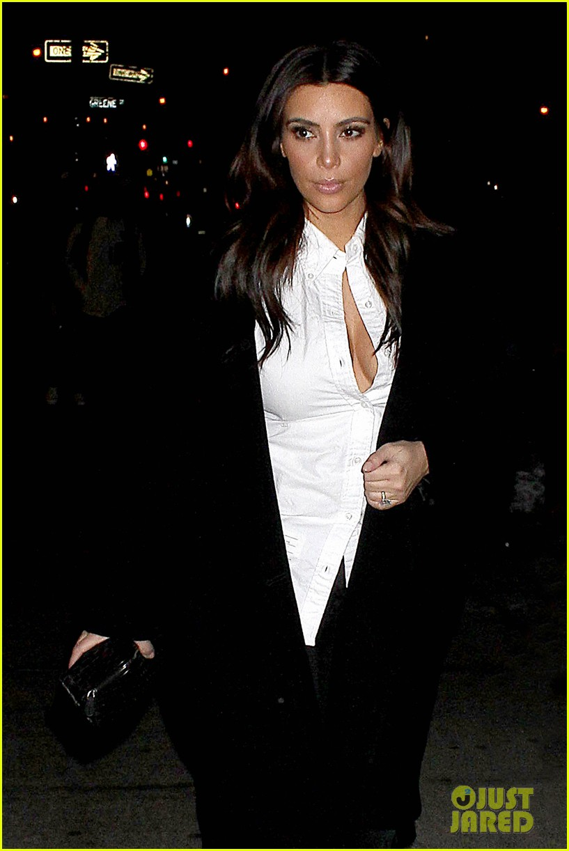 kim kardashian stays in nyc while kanye west continues tour 043055212