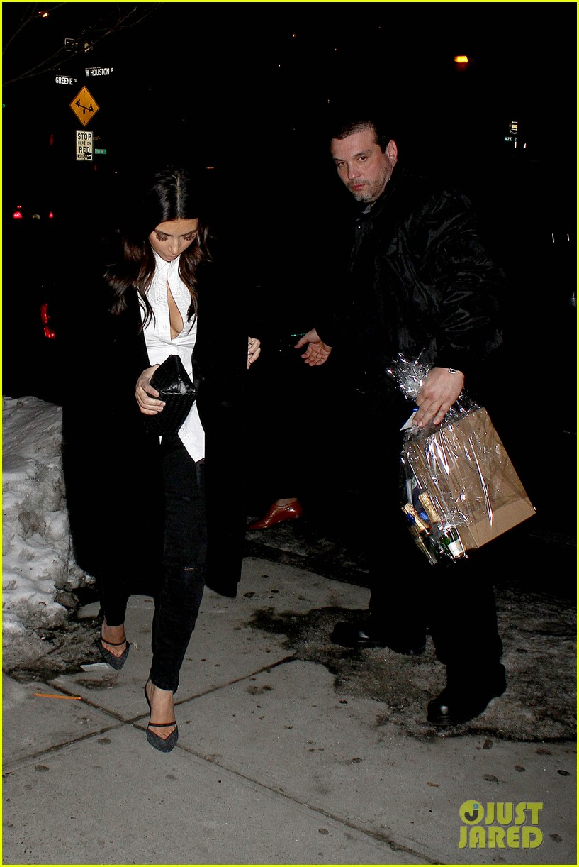kim kardashian stays in nyc while kanye west continues tour 053055213