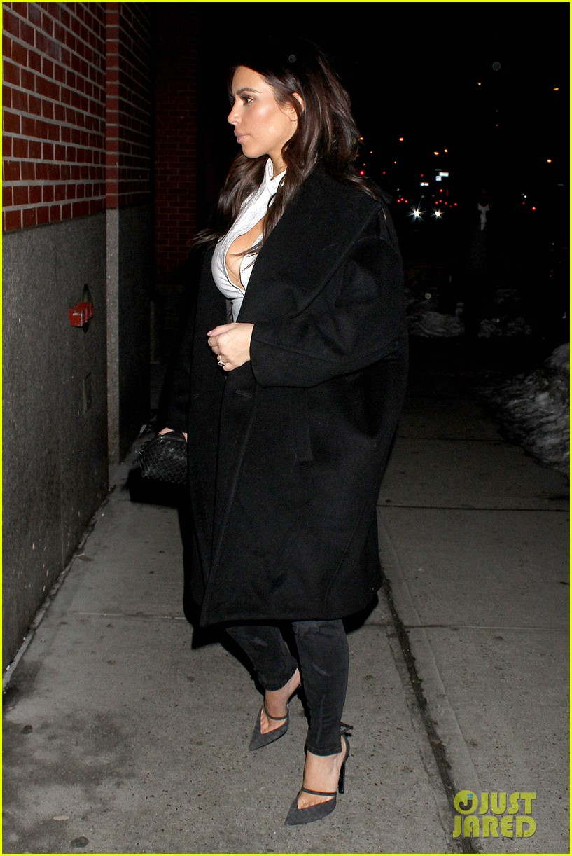 kim kardashian stays in nyc while kanye west continues tour 16