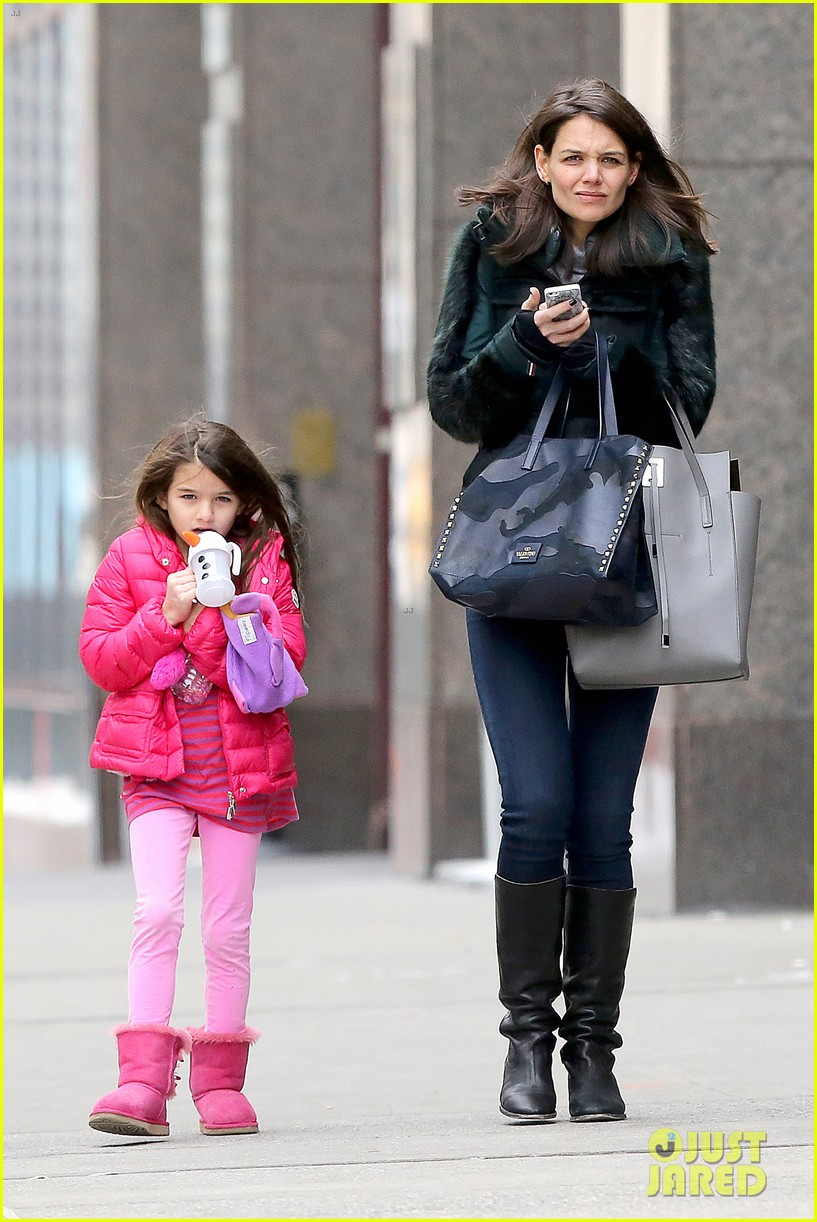 katie holmes ice skating play date with suri 013050319