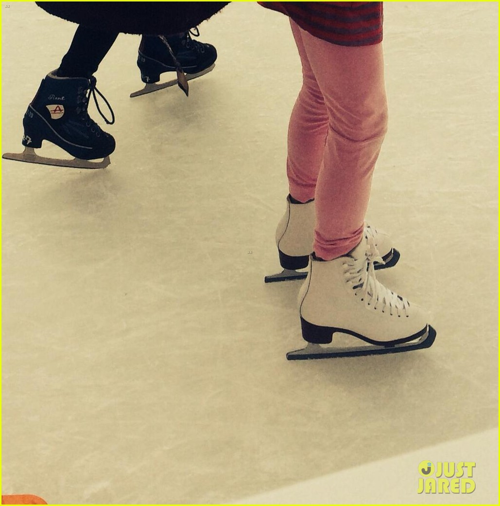 katie holmes ice skating play date with suri 033050321