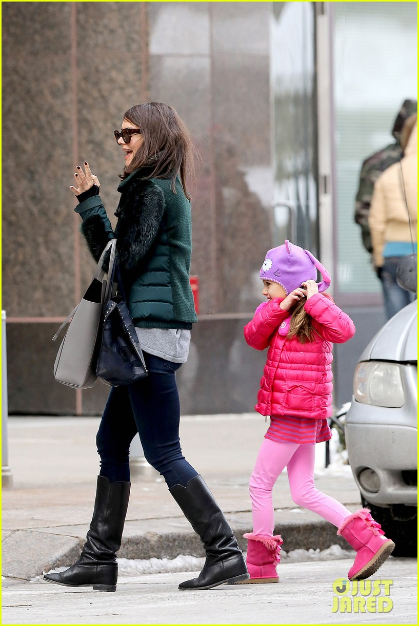 katie holmes ice skating play date with suri 133050331