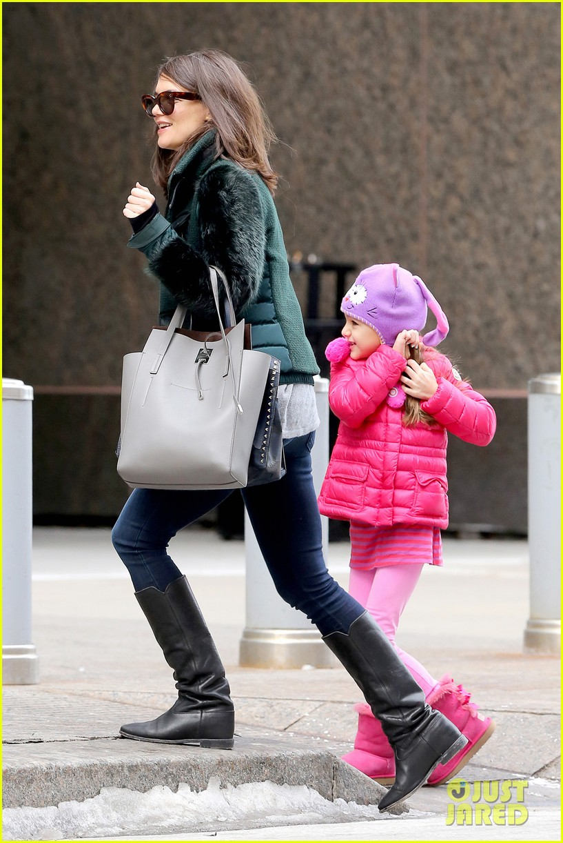 katie holmes ice skating play date with suri 143050332
