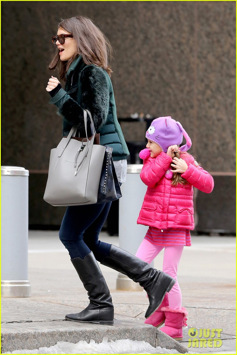 katie holmes ice skating play date with suri 173050335