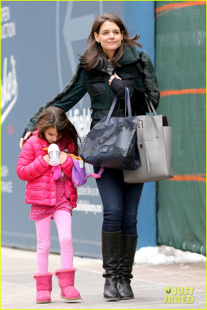 katie holmes ice skating play date with suri 203050338