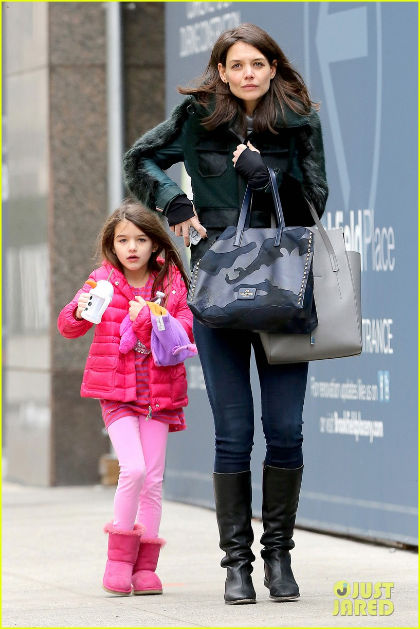 katie holmes ice skating play date with suri 213050339