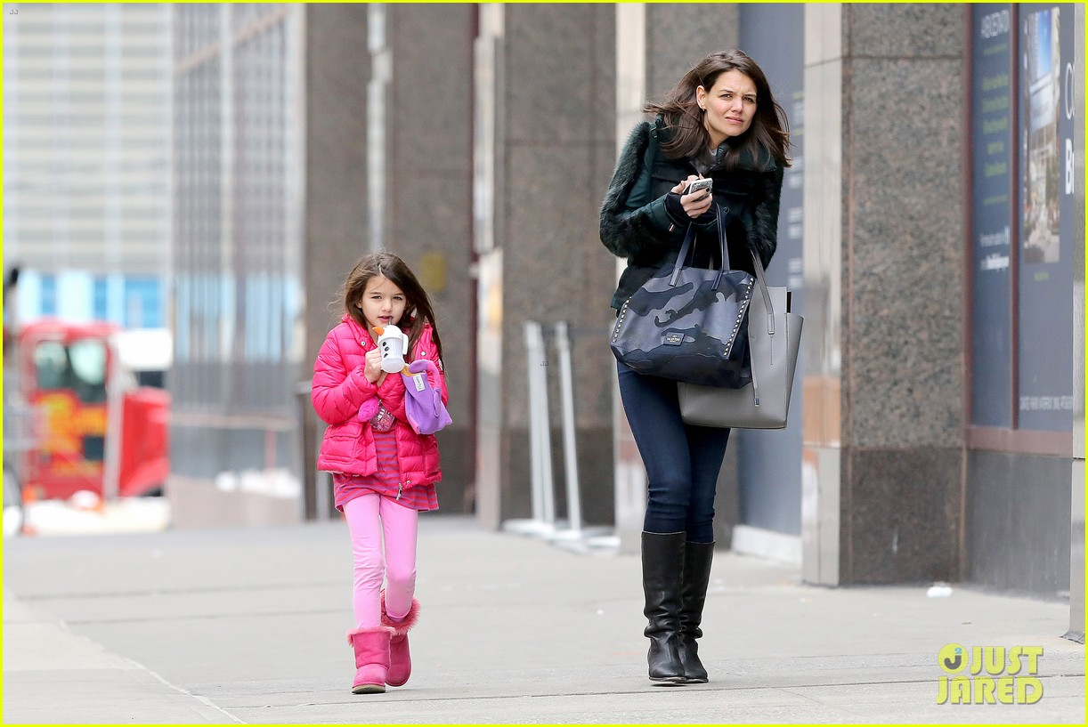 katie holmes ice skating play date with suri 233050341