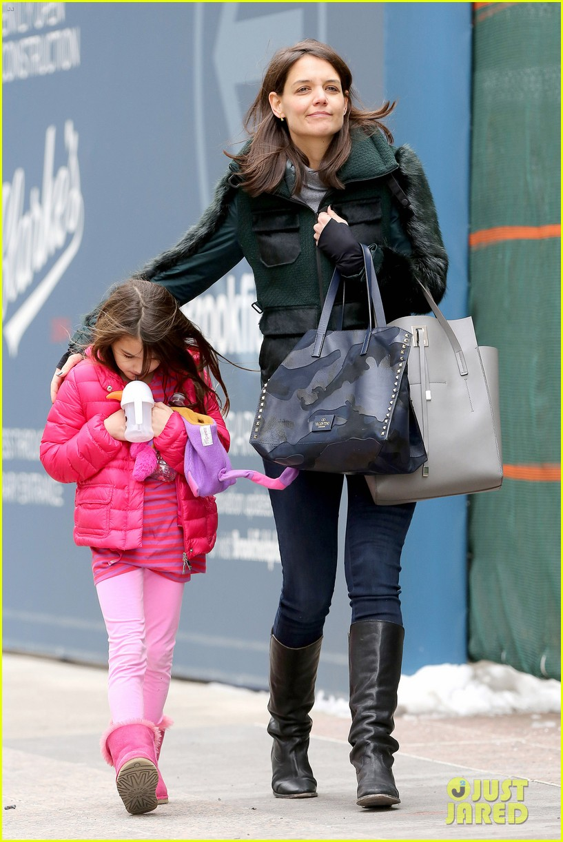katie holmes ice skating play date with suri 253050343