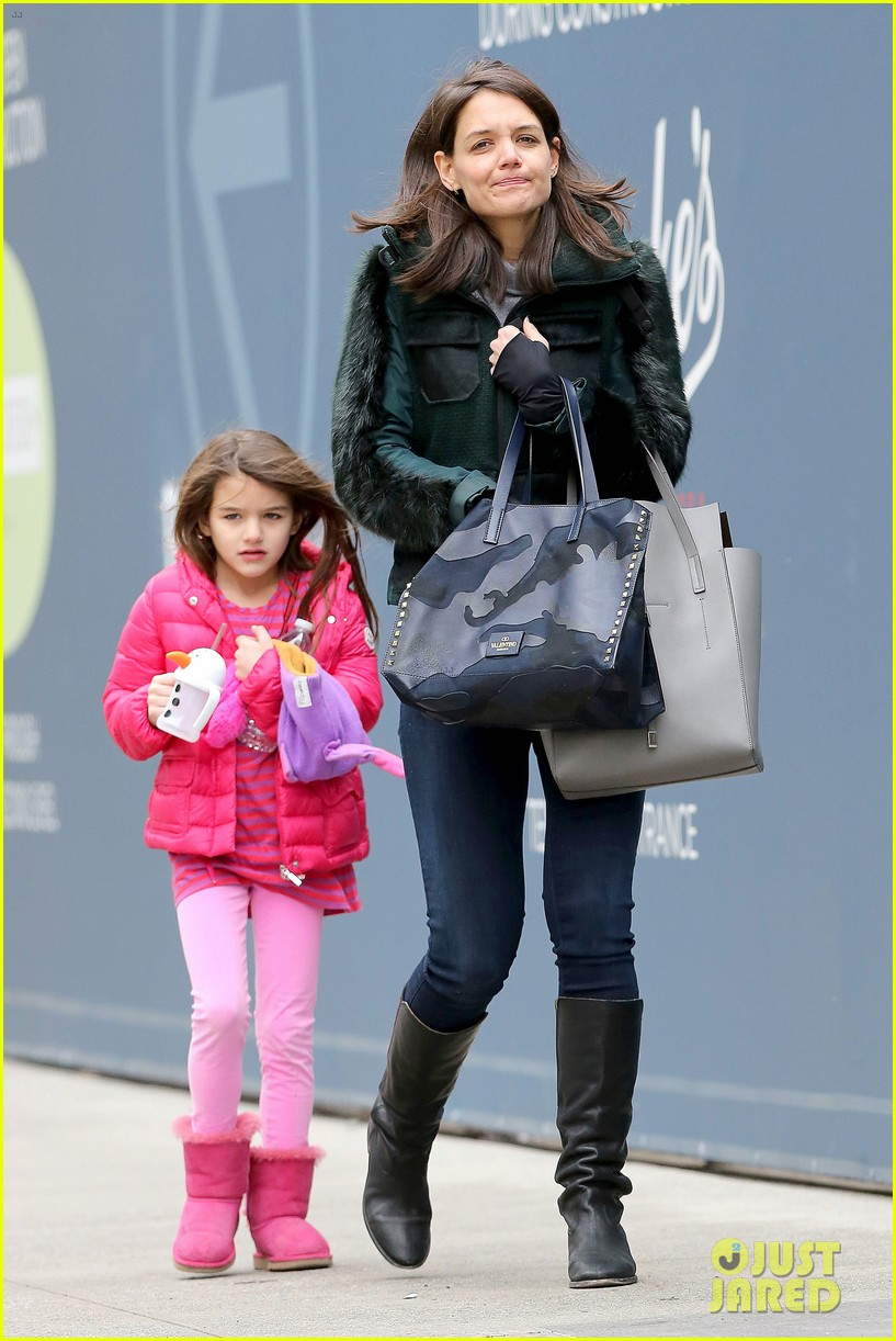 katie holmes ice skating play date with suri 263050344