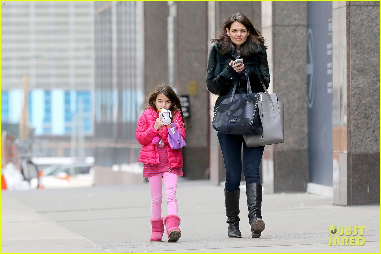 katie holmes ice skating play date with suri 303050348