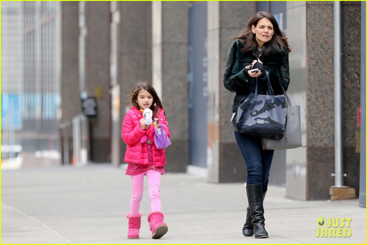 katie holmes ice skating play date with suri 313050349