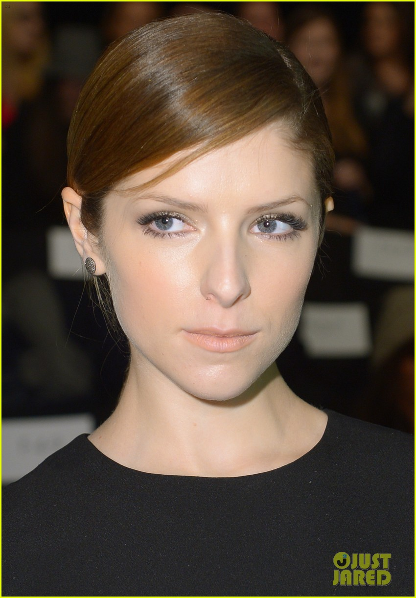 anna kendrick doesnt want to see scary anti smoking ads 103052986