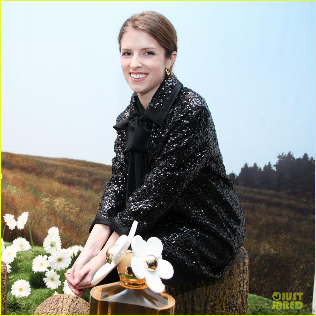 anna kendrick jamie chung marc jacobs pop up party 023049116