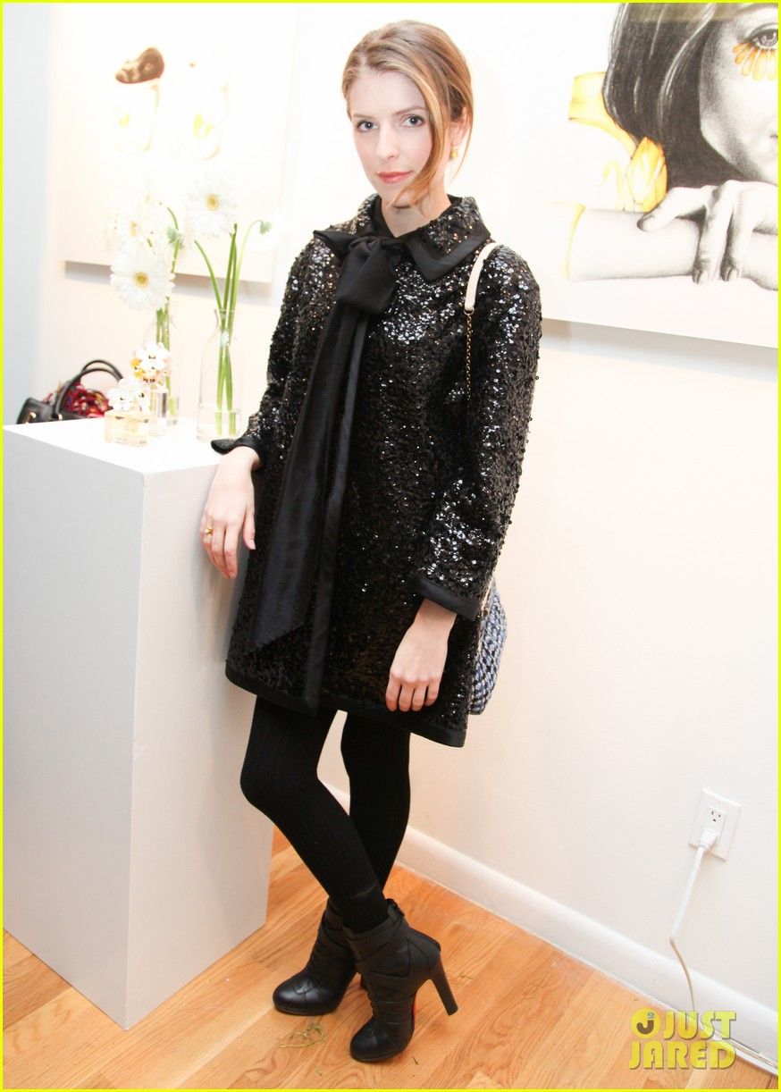 anna kendrick jamie chung marc jacobs pop up party 063049120