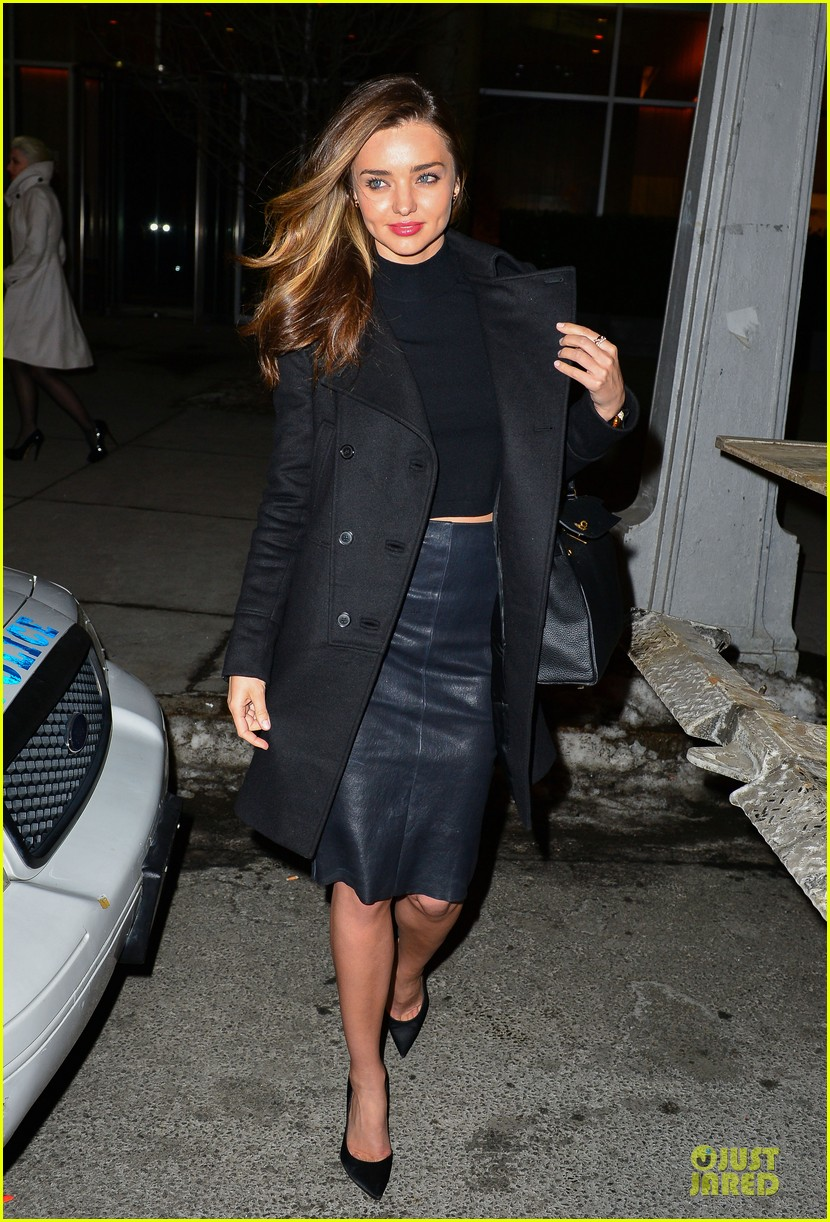 miranda kerr shows off cleavage in black bra in front of a mirror 013049314