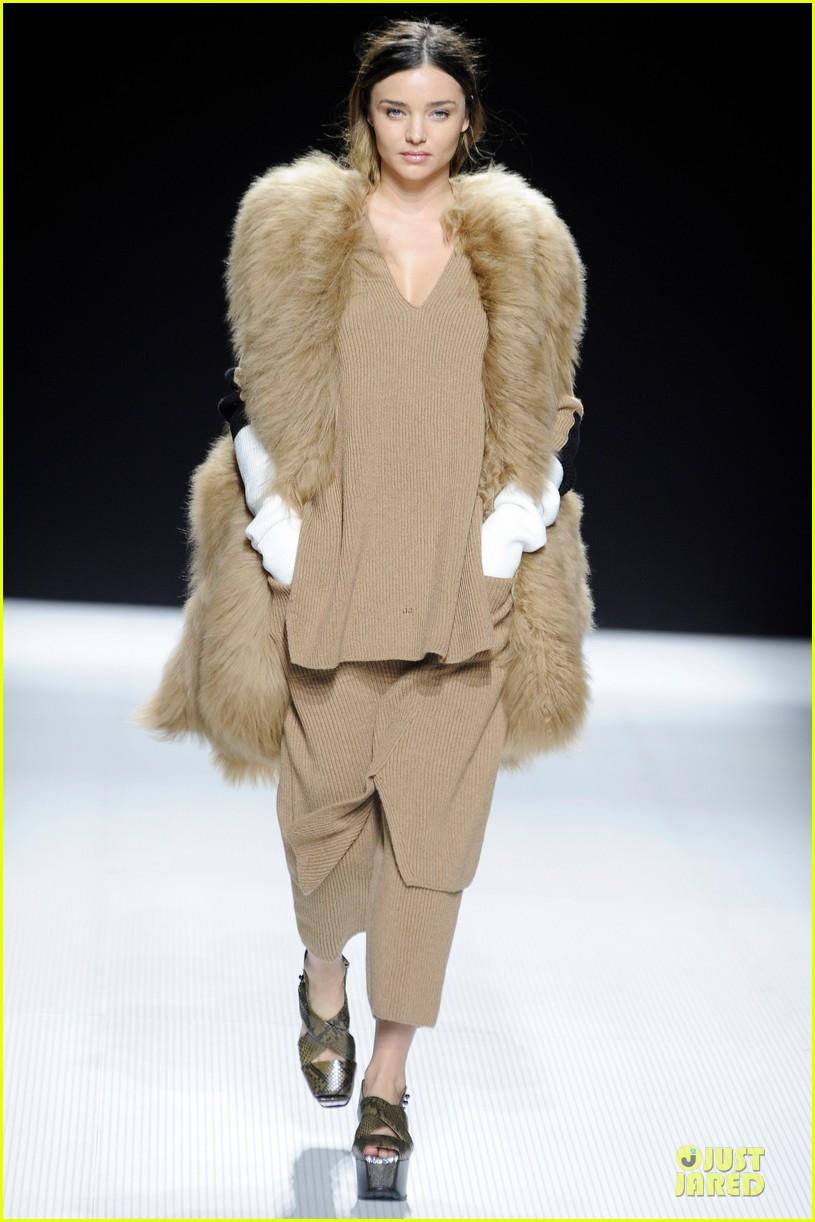 miranda kerr walks sonia rykiel fashion show 03