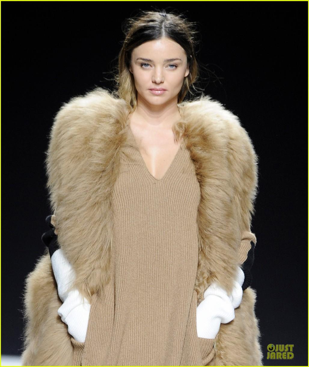 miranda kerr walks sonia rykiel fashion show 103062497