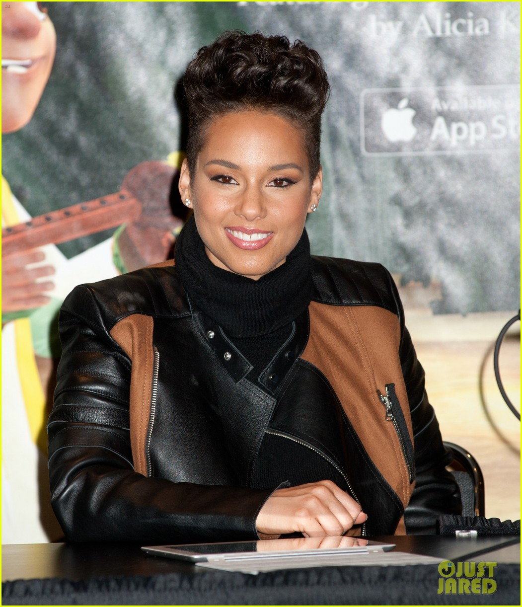 alicia keys debuts unreleased song for valentines day 01