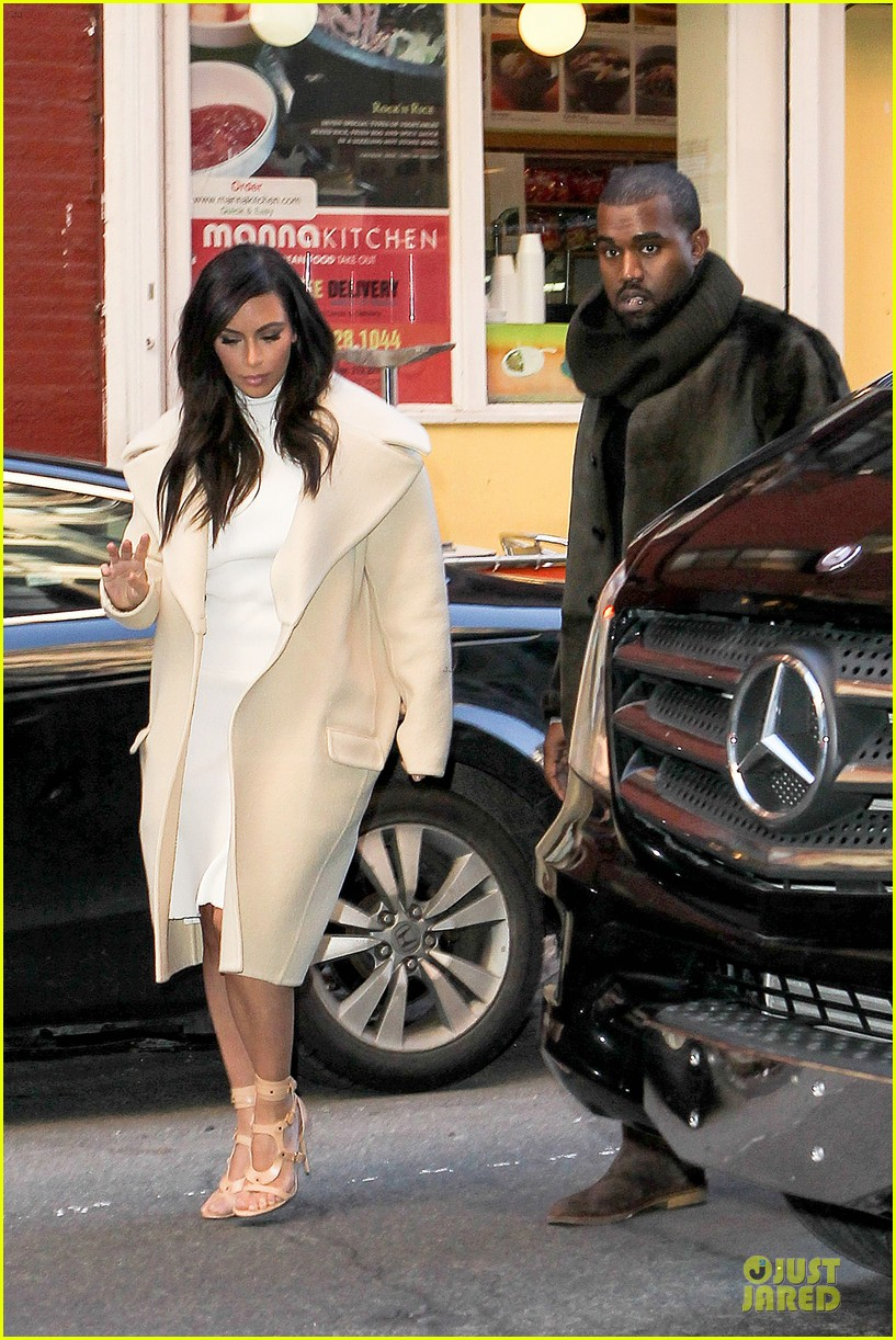 kim kardashian kanye west hold hands at abc kitchen 05