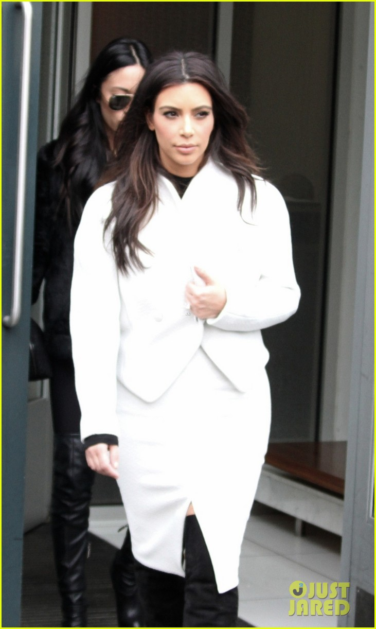kim kardashian steps out after tonight show surprise appearance 013055706