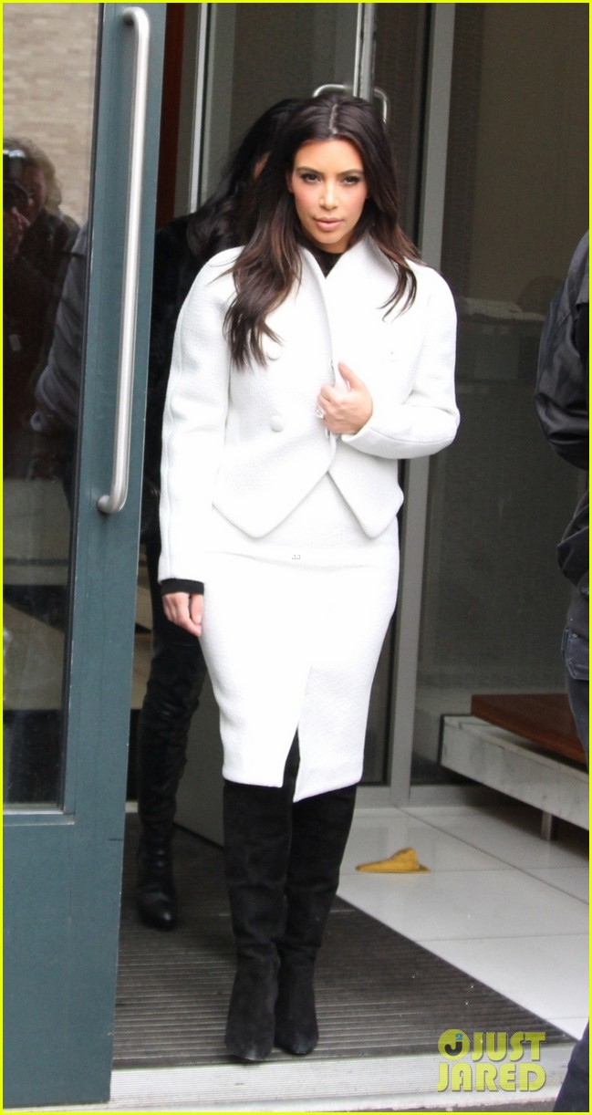 kim kardashian steps out after tonight show surprise appearance 053055710
