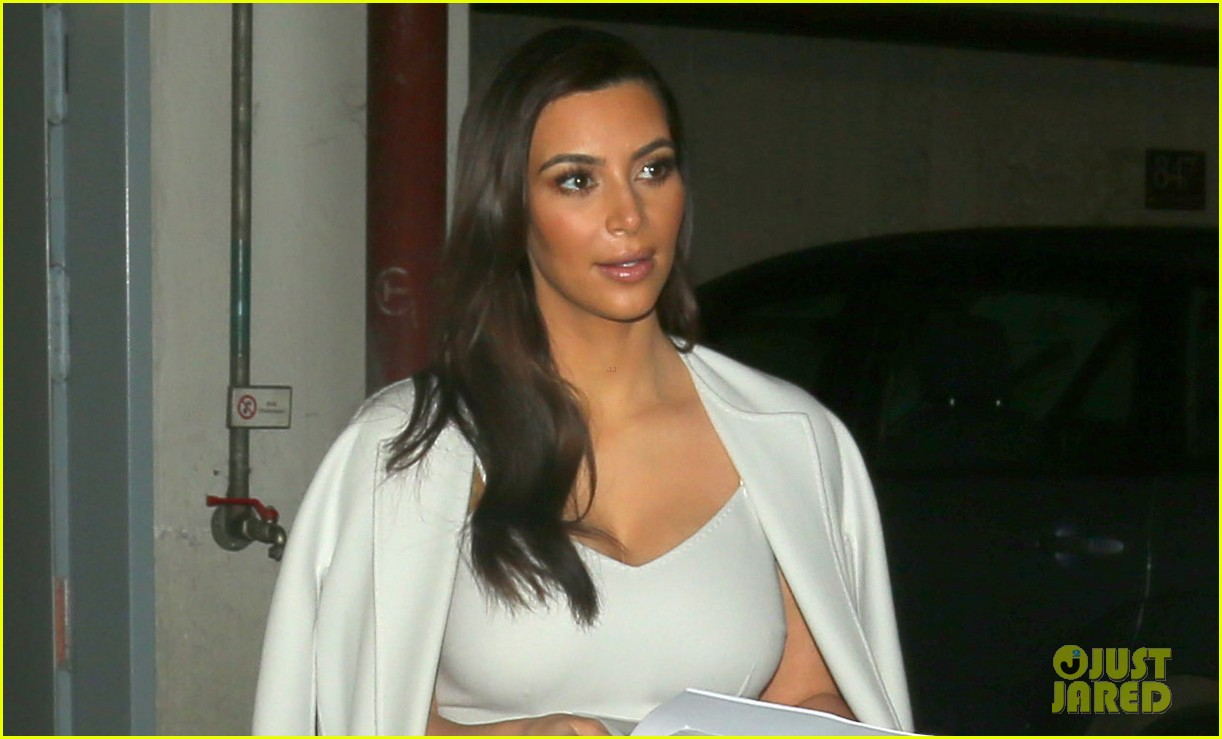 kim kardashian glams up for mall appearance ahead of vienna ball 043061612