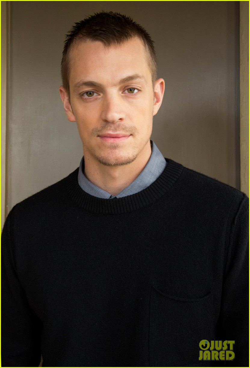 joel kinnaman robo chokes french interpreter on live tv 033050035