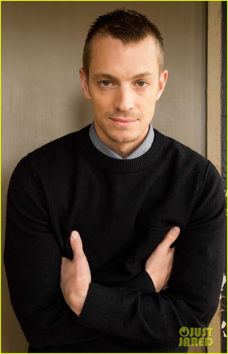 joel kinnaman robo chokes french interpreter on live tv 063050038