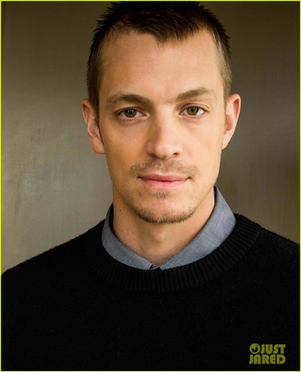joel kinnaman robo chokes french interpreter on live tv 093050041