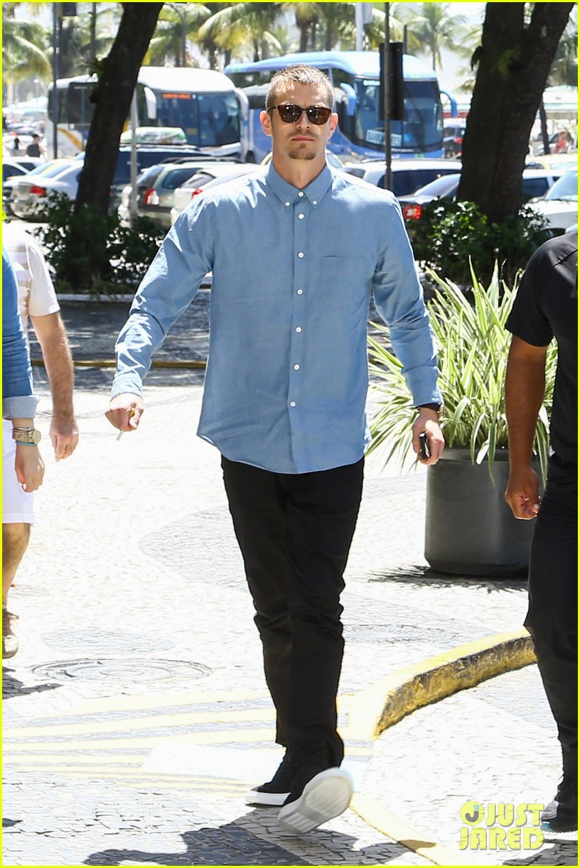 joel kinnaman suits up for robocop premiere in rio 083056432