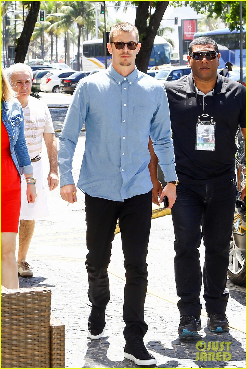 joel kinnaman suits up for robocop premiere in rio 153056439