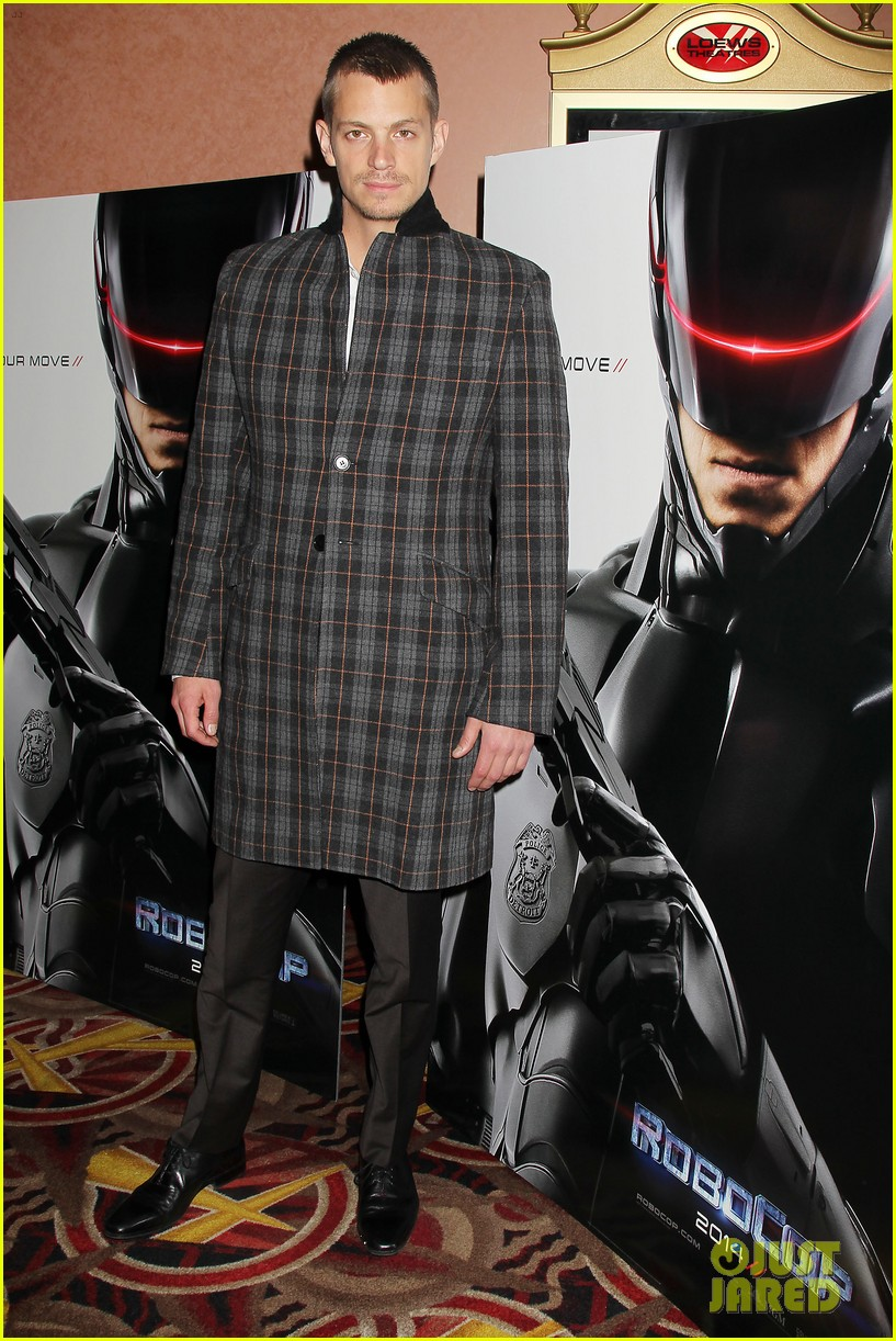 joel kinnaman surprises young fans at robocop screening 013052649