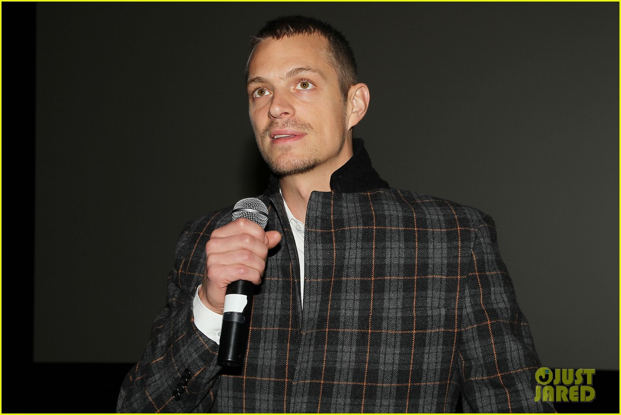 joel kinnaman surprises young fans at robocop screening 043052652