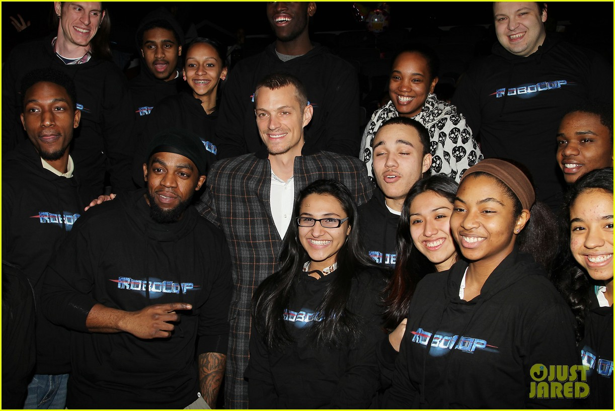 joel kinnaman surprises young fans at robocop screening 05
