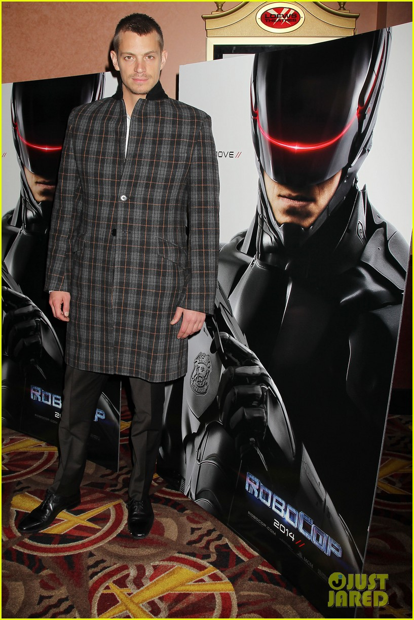 joel kinnaman surprises young fans at robocop screening 203052668