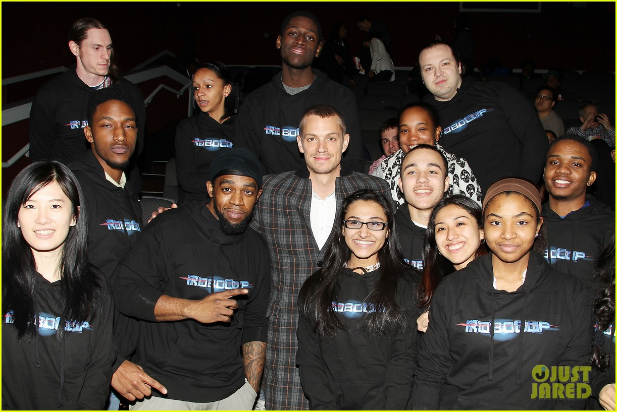 joel kinnaman surprises young fans at robocop screening 243052672