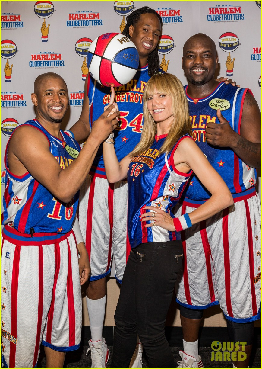 heidi klum has fun day with the harlem globetrotters 063055010