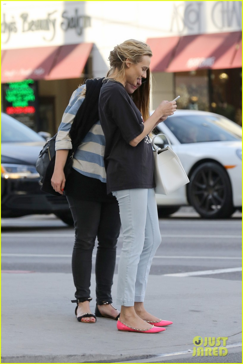 diane kruger is a new york city tourist in the wrong city 083057750