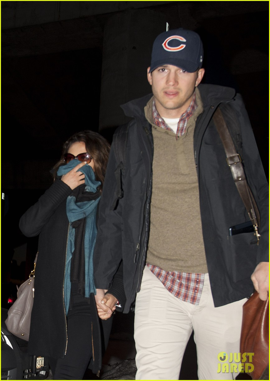 mila kunis ashton kutcher hold hands upon arrival in nyc 023055246